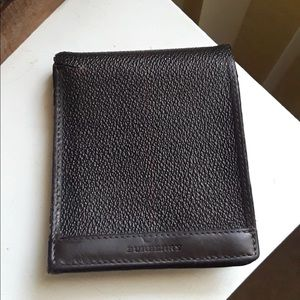 ♥️♥️Authentic Burberry men's wallet ♥️♥️